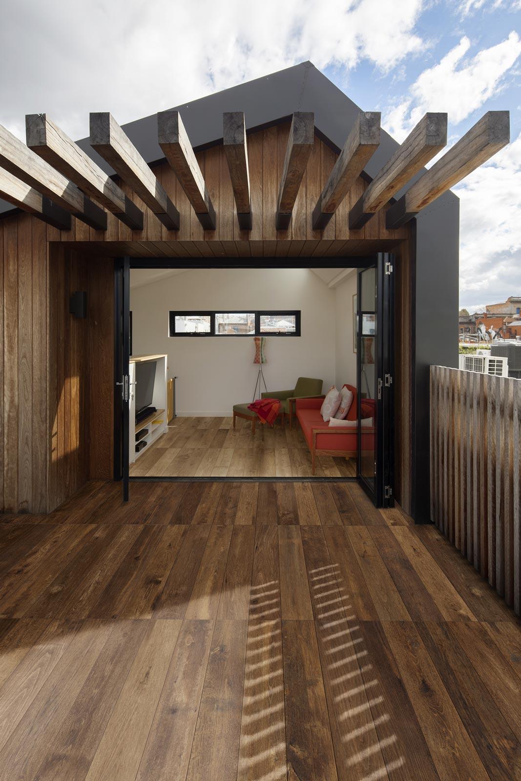 Pavimenti Per Terrazzi Esterni i pavimenti per un terrazzo moderno con le piastrelle in