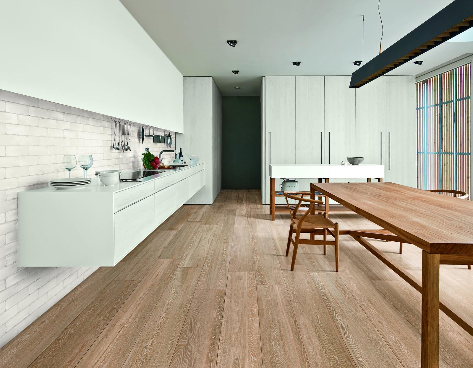 Piastrelle effetto legno e parquet ragno - Parquet in bagno e cucina ...