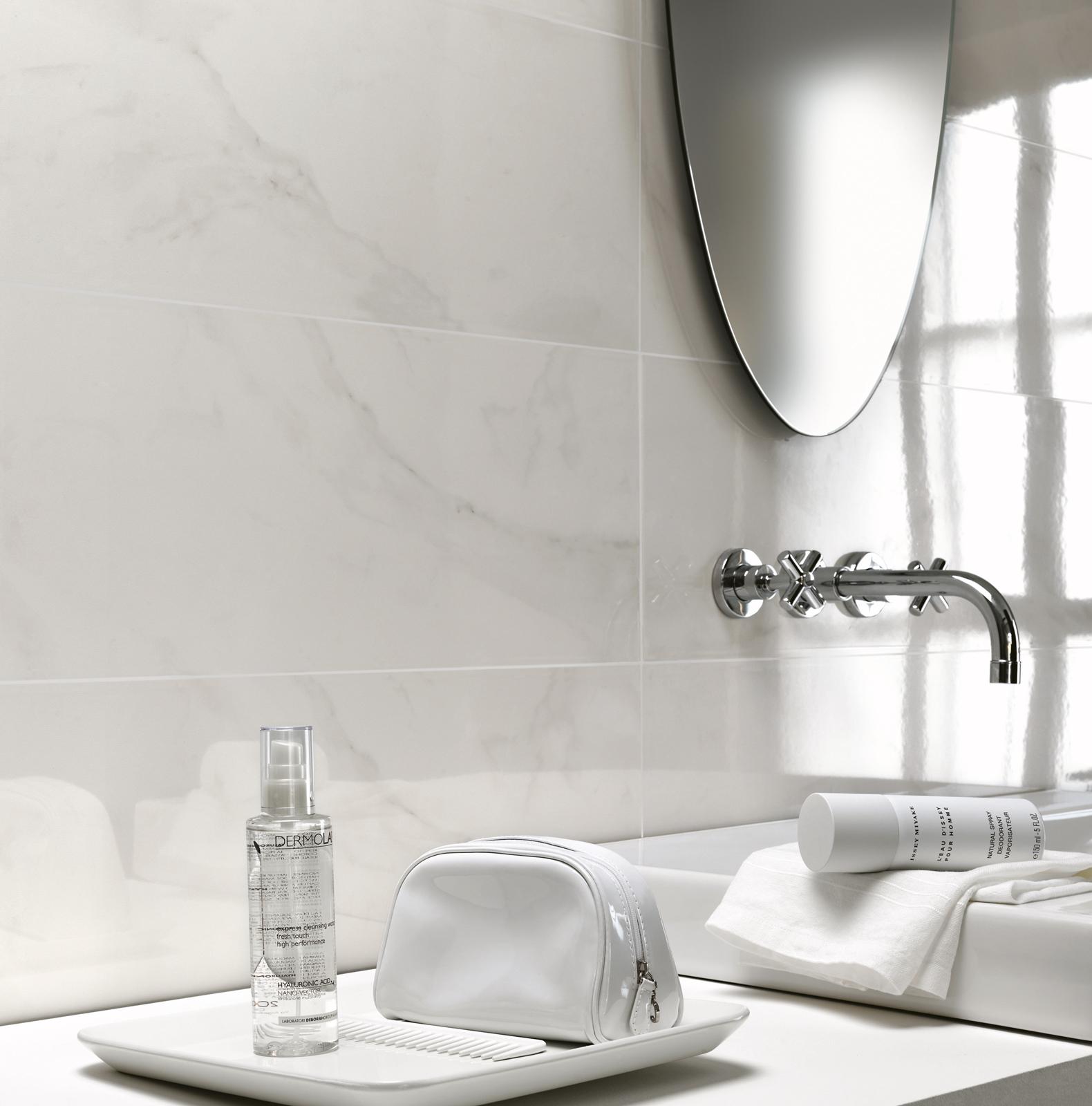 Piastrelle effetto marmo lucido con sfumature ragno for Gres porcellanato effetto marmo lucido prezzi